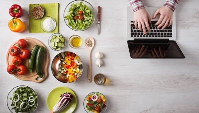Sosyal Medya ve İnternet Kullanımı Beslenme Alışkanlıklarımızı Değiştiriyor mu? [Röportaj]